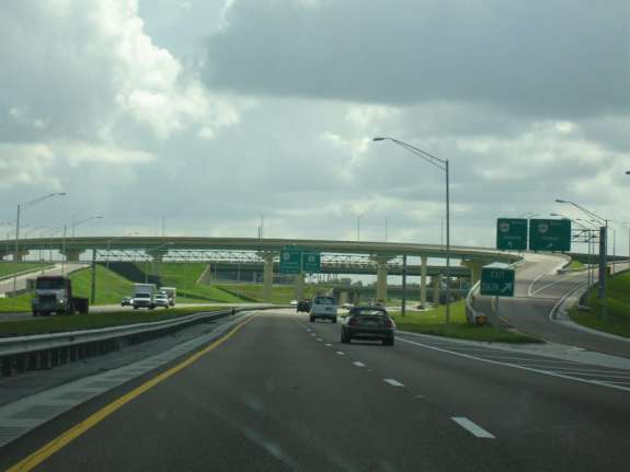 FDOT is placing blue and white signs near all 64 rest areas to show drivers where they can pull over to text and make calls. Photo: Wikimedia Commons.