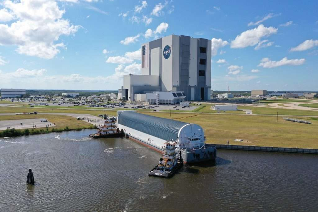 NASA's Pegasus Barge arrives at the Launch Complex 39 turn basin wharf at Kennedy Space Center in Florida on Sept. 27 to make its first delivery to Kennedy in support of the agency's Artemis missions. Photo: NASA/Mike Downs