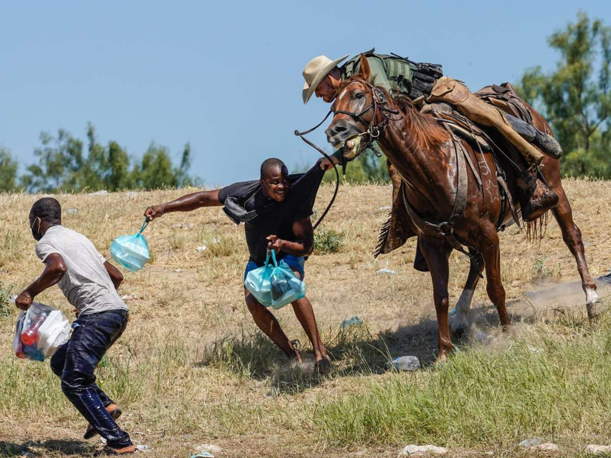 U.S. Border Agents Chased Migrants On Horseback. A Photographer Explains What He Saw